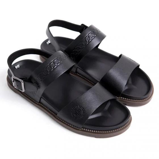 Giày sandal nam da nguyên tấm thiết kế đơn giản, trang nhã. Đế giày bằng cao su chắc chắn, chống trơn trượt. Đường may đều, đẹp. Sản phẩm được bảo hành 12 tháng về da. Hỗ trợ đổi trả nếu không vừa, không đúng size. Sản phẩm có giá 298.000 đồng, giảm 46% so với giá gốc.