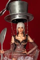 Hoàng Thùy mặc váy 'Cà phê phin sữa đá'