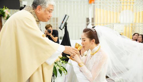 Bảo Thy và chồng trong hôn lễ ở nhà thờ - 3