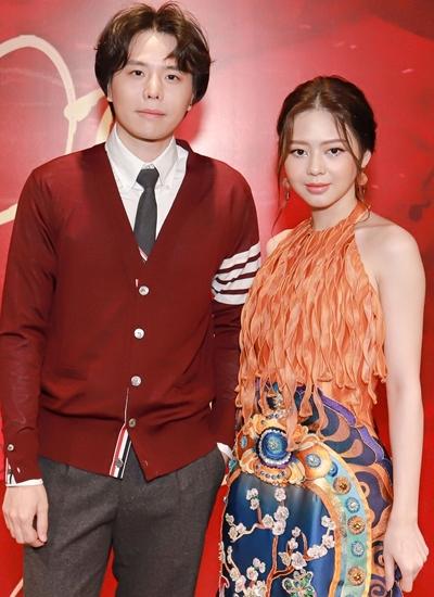 Trịnh Thăng Bình bên bạn gái cũ - Liz Kim Cương - trong buổi ra mắt MV của cô hôm 14/11. Ảnh: N.D.
