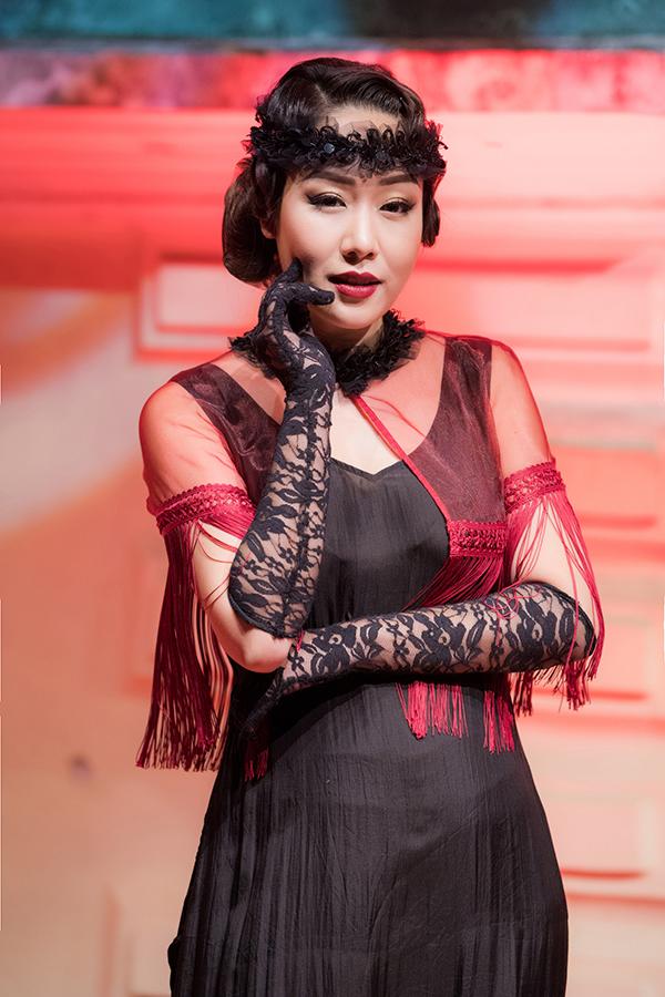 Ngô Phương Lan diễn thời trang