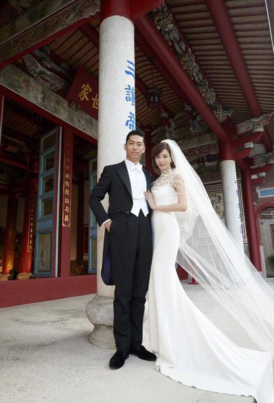 Năm bộ váy cưới của Lâm Chí Linh