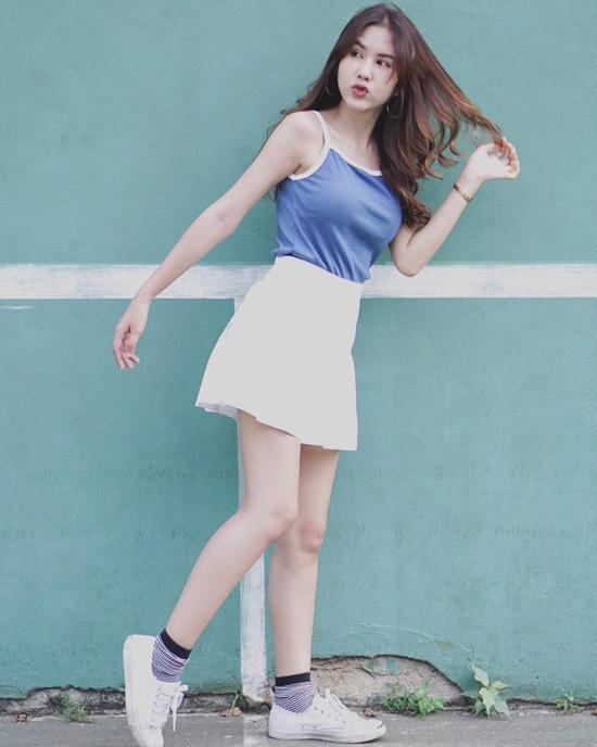 Phong cách của bạn gái tiền đạo Thái Lan