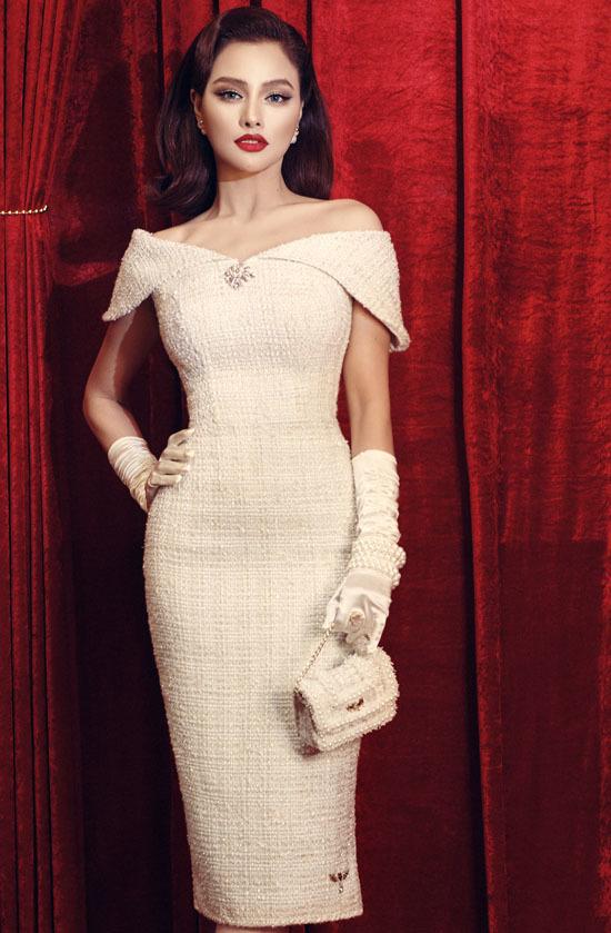 Vũ Thu Phương mặc váy tự thiết kế