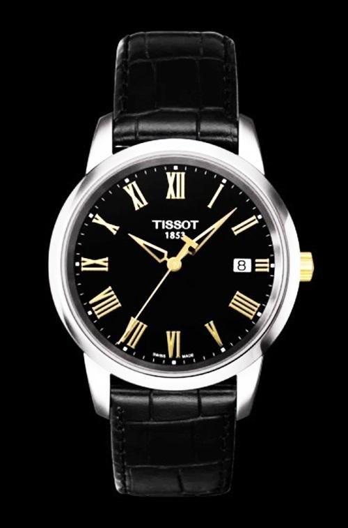 Đồng hồTissot Classic Dreamcó tông đen sang trọng, mặt kínhSapphire, vỏ thép không gỉ, dây da. Các mốc giờ ký tự La Mã mang bản sắc thương hiệu, vừacổ điển, vừa thời trang. Thiết kế có giá 5,96 triệu đồng.