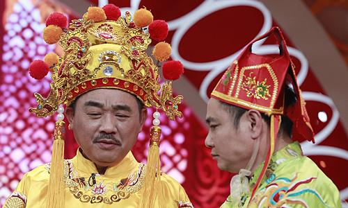 Quốc Khánh (trái) và Tự Long trong một cảnh diễn. Ảnh: VFC.