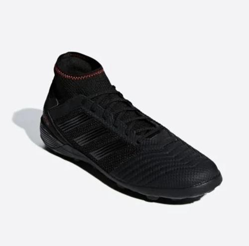 DòngAdidas Predator Tango 19.3có tông màu đen sang trọng, không thấy vết bẩn khi chơi đá bóng. Thân giày phối chất liệu da, vải cao cấp. Phần cổ giày ôm chân, đế xẻ rãnh.Sản phẩm đang giảm 22%, còn 2,19 triệu đồng (giá gốc 2,79 triệu đồng).