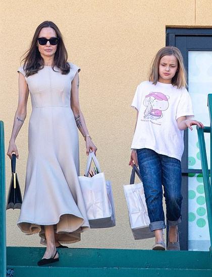 Angelina Jolie và con gái Vivienne. Ảnh: Backgrid.