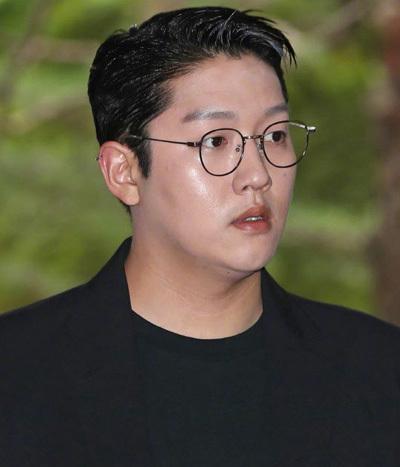 Nhà tạo mẫu tóc Choi Jong Bum. Ảnh: Newsen.