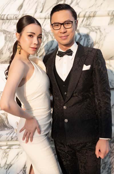Người mẫu Trà Ngọc Hằng và MV Anh Quân (phải).