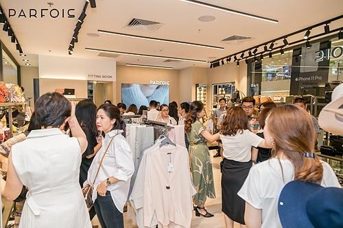 Phụ kiện ngày càng được đáng giá cao để thể hiện phong cách cá nhân, thương hiệu Parfois dành nhiều mức khuyến mại trong dịp sale này