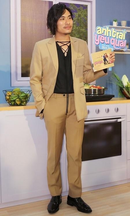 Kiều Minh Tuấn ở buổi ra mắt phim tại TP HCM. Ảnh: Maison de Bil.