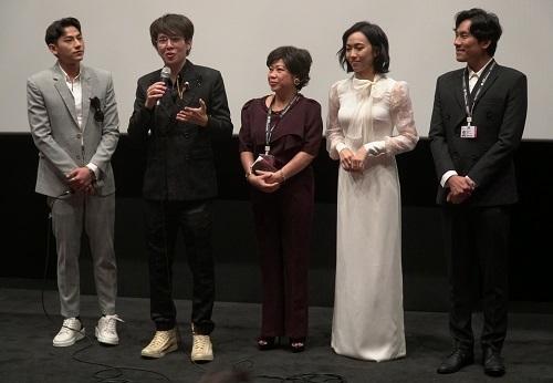 Từ trái sang: Isaac, Vũ Ngọc Phượng, Phi Phụng, Diệu Nhi, Kiều Minh Tuấn ở LHP Busan (Hàn Quốc).Tác phẩm dự nhánh A Window on Asian Cinema (dành cho phim nổi bật của các đạo diễn châu Á).Ảnh: Ân Nguyễn.