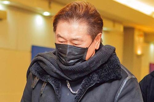 Cha của Dĩ Tường ở sân bay Đài Loan ngày 28/11. Ảnh: Yahoo.