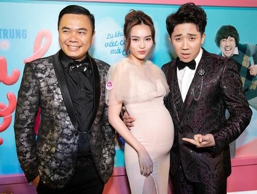 Từ trái sang: Nhất Trung, Lan Ngọc (đóng giả mang thai), Trấn Thành ở buổi ra mắt Cua lại vợ bầu hồi Tết. Ảnh: Galaxy.