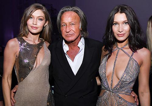 Doanh nhân Mohamed Hadid và hai con gái siêu mẫu Gigi (trái), Bella. Ảnh: Yahoo.
