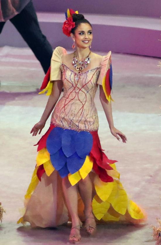 Dàn hoa hậu diễu hành khai mạc Sea Games