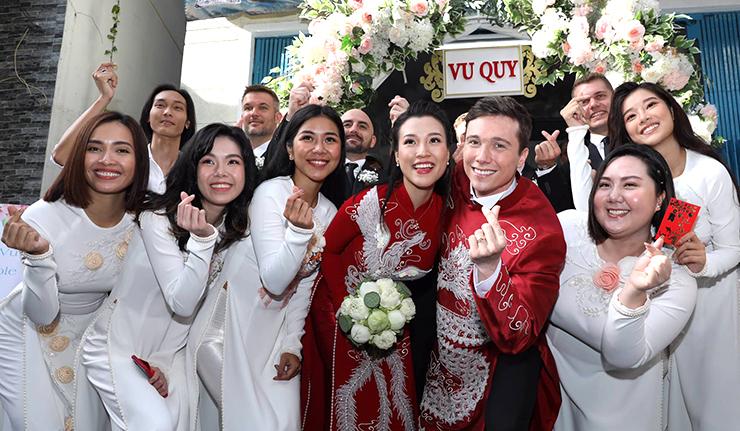 Chồng Hoàng Oanh mặc áo dài đón dâu - 7