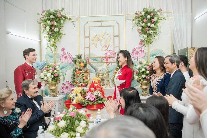 Lễ vu quy Hoàng Oanh ngập sắc hoa sen