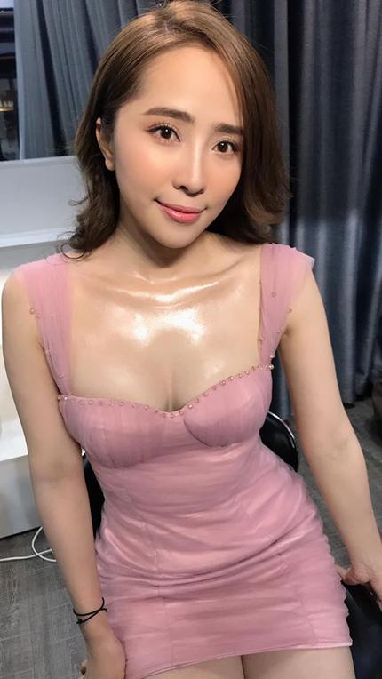 Quỳnh Nga khoe chuyện làm ngực trên trang cá nhân chiều 2/12. Ảnh: QNP.