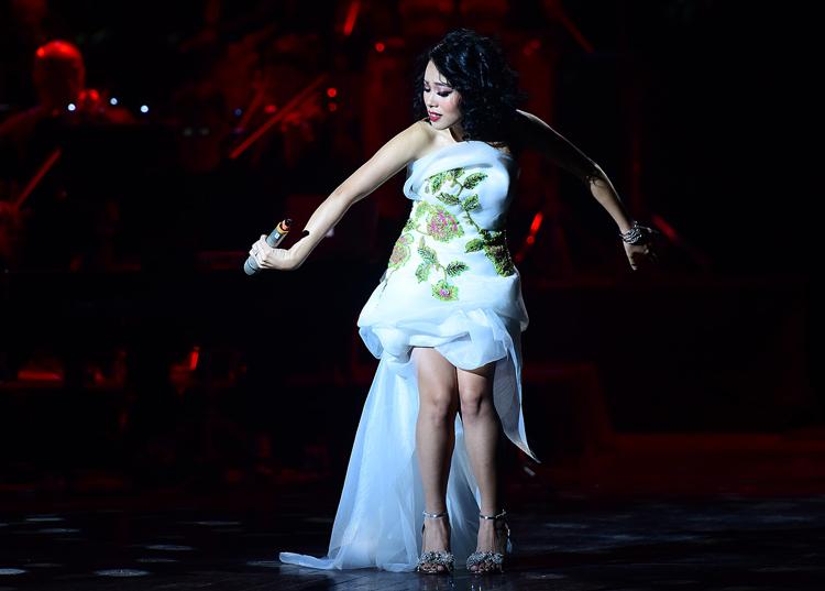 Hoàng Quyên nhảy múa trong liveshow. Ảnh: Giang Huy.