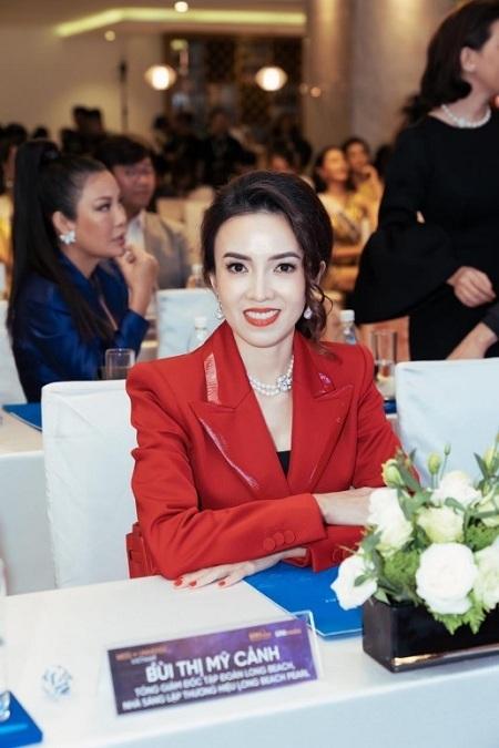 Nhà sáng lập Long Beach Pearl - đơn vị tài trợ Vương miện chính thức cuộc thi Hoa hậu Hoàn Vũ Việt Nam 2019 bà Bùi Thị Mỹ Cảnh