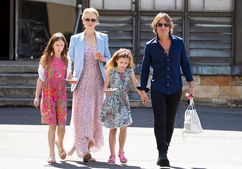 Nicole Kidman cùng chồng và hai con gái. Ảnh: Mega.