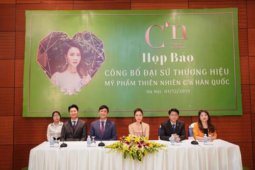Sự kiện công bố Hồng Diễm là đại sứ thương hiệu của mỹ phẩm Cn tại Việt Nam.