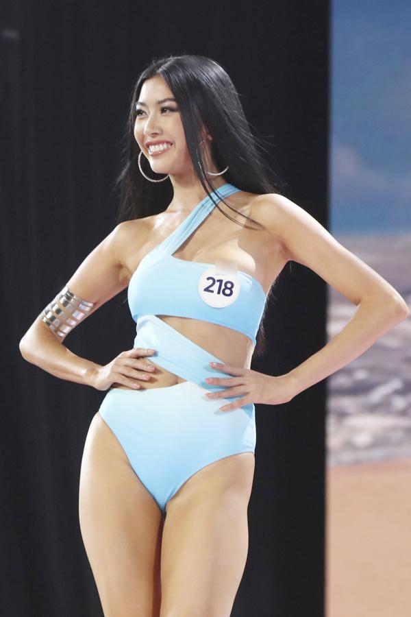 Thí sinh Hoa hậu Hoàn vũ Việt Nam diễn bikini