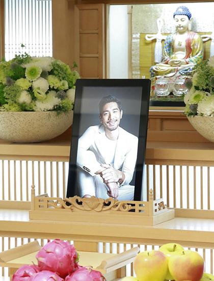 Gia đình chọn tấm ảnh Cao Dĩ Tường cười tươi làm di ảnh vì muốn giữ hình tượng vui vẻ của anh khi còn sống. Ảnh: Sina.