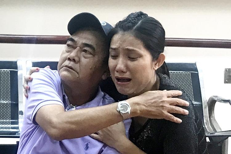 Cát Tường tập kịch cùng NSND Việt Anh. Ảnh: C.T.