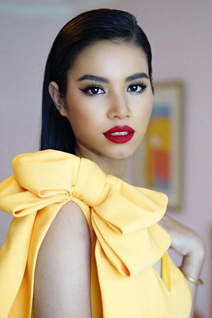 Khi trang điểm phong cách ấn tượng, người đẹp được nhận xétgiống Hoa hậu Phạm Hương.