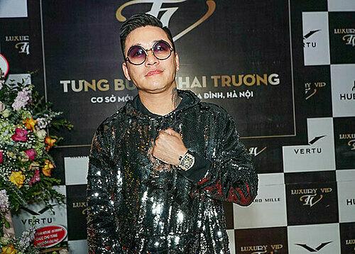 Trên tay ca sĩ Tuấn Hưng là chiếc đồng hồ Richard Mille trị giá 5 tỷ được mua tại cửa hàng Luxury VIP