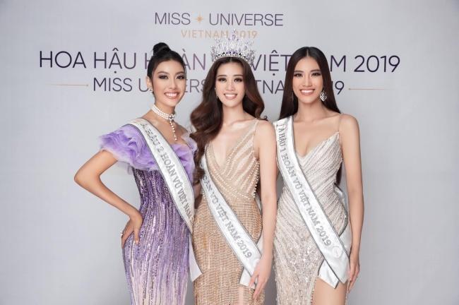 Thúy Vân cho biết cô hài lòng với những gì mình đã cố gắng ở cuộc thi này. Người đẹp chúc mừng hoa hậu Khánh Vân (giữa) và Á hậu Kim Duyên (phải).