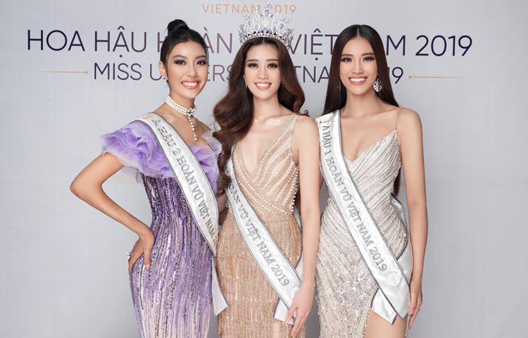 Top 3 cuộc thi tạo họp báo sau chung kết. Từ trái qua: Á hậu 2 Thúy Vân, Hoa hậu Khánh Vân, Á hậu 1 Kim Duyên. Ảnh: Unicorp.