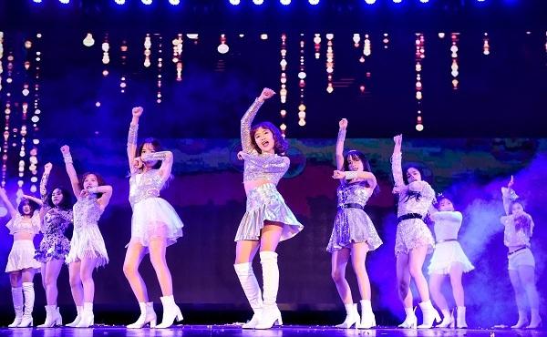 Kpop Dance For Youth đã mang tới sân chơi sôi động cho các bạn học sinh, sinh viên Hà Nội.