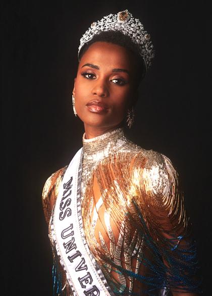 Chân dung tân hoa hậuZozibini Tunzingay sau khi nhận vương miện Miss Universe 2019. Ảnh: MU..