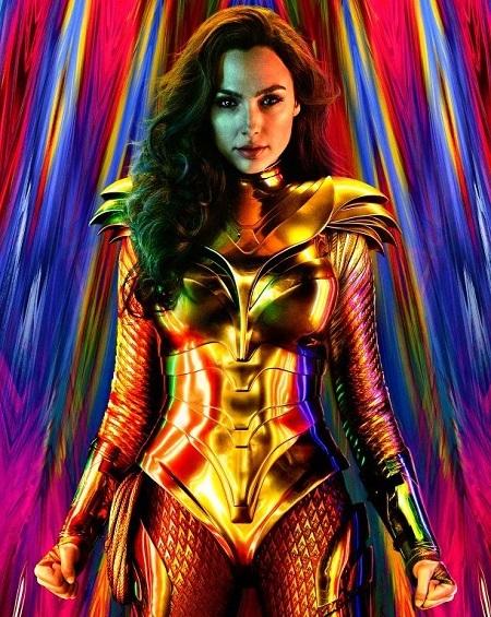 Wonder Woman mặc giáp vàng trong poster phim. Ảnh: Warner Bros.
