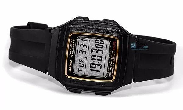Đồng hồ điện tử Casio F-201WA-9ADF kiểu dáng mặt vuông cơ bản thường thấy ở dòng đồng hồ điện tử Casio. Màn hình hiển thị số rõ ràng, tích hợp chế độ bấm giờ. Kích thước màn hình vừa phải, hiển thị giờ, phút, giây, ngày, tháng, năm đầy đủ. Dây đeo làm từ chất liệu cao su dẻo dai, bền đẹp, không bị nứt, gãy sau thời gian dài sử dụng, khả năng chống nước ở độ sâu 20 m. Đồng hồ cógiá ưu đãi 27% trên Shop VnExpress, giảm còn 205.000 đồng.