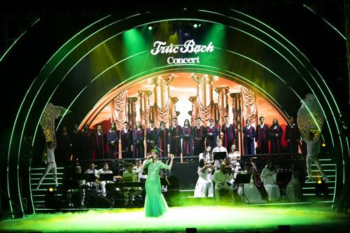 Ở phần mở đầu của chương trình, nghệ sĩoperaPhạm Khánh Ngọc và dàn hợp xướng thể hiện nhạc phẩm I dream a dream,đem đến một giấc mơ đẹp cho khán giả.