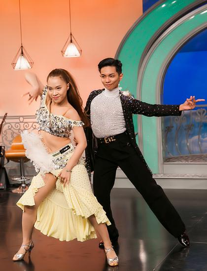 Phan Hiển - Nhã Khanh biểu diễn điệuChahchacha và Jive trong chương trình. Ảnh: Trương Gia Huy.