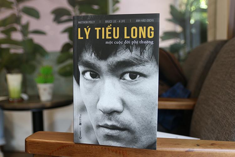 Bìa sách Lý Tiểu Long - Một cuộc đời phi thường. Ảnh: SGB.