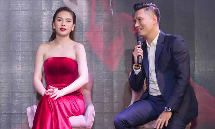 Diễn viên Việt Anh (phải) chia sẻ việc tham gia đóng MV của Giang Hồng Ngọc. Ảnh: Lê Huy.