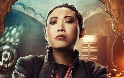 Awkwafina khuấy động không khí nửa sau phim. Sao nữ đang thăng tiến ở Hollywood gần đây, được khenvới Crazy Rich Asians, The Farewell. Ảnh: Sony.