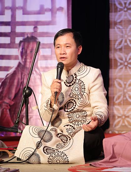 Nghệ sĩ Nguyễn Quang Long tại buổi họp báo ra mắt album hôm 12/12. Ảnh:Hòa Nguyễn.
