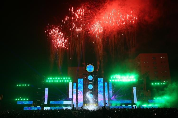 Ngàyhội âm nhạc - công nghệ Realme Connection tại Hà Nội tiếp nối đại nhạc hội từng thành công ở TP HCM, hút 50.000 khán giả hồi tháng 10. Chương trình tại Hà Nội hứa hẹn thu hút khán giả dịp đông về.
