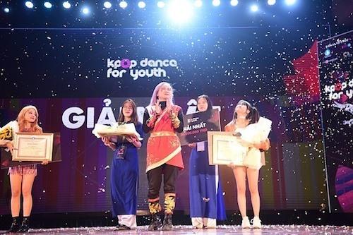 Với hơn 500 điểm nhận được sau hai phần thi theo yêu cầu từ ban tổ chức và phần thi tự chọn, BAAT (Học viện Ngân hàng) trở thành quán quân Kpop Dance For Youth, nhận giải thưởng 50 triệu đồng.