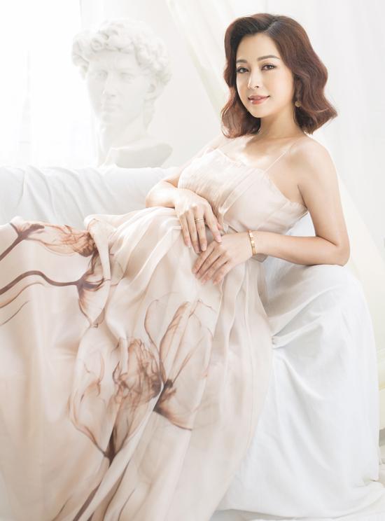 Jennifer Phạm chụp ảnh khi mang bầu tám tháng