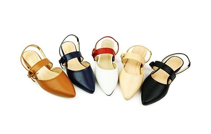 Giày búp bêSunday BB28thiết kế thoáng chân, dễ di chuyển. Sản phẩm được may từ chất liệu da tổng hợp với bề mặt da mềm mại. Với đôi giàu này, bạn có thể dễ dàng kết hợp với nhiều loại trang phục như váy, đầm, quần jeans, quần tây, quần kaki... để đi làm, xuống phố cùng bạn bè hoặc tham dự những dịp quan trọng. Sản phẩm đang ưu đãi đến 49%, còn 259.000 đồng (giá gốc 503.000 đồng). Có nhiều gam màu cho chị em lựa chọn.