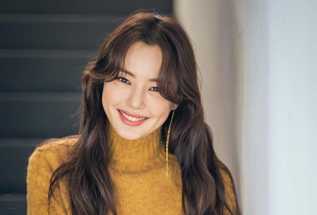 Honey Lee xếp thứ 10 nhờ thể hiện trong các phim Extreme Job, Black Money. Hoa hậu Hoàn vũ Hàn Quốc